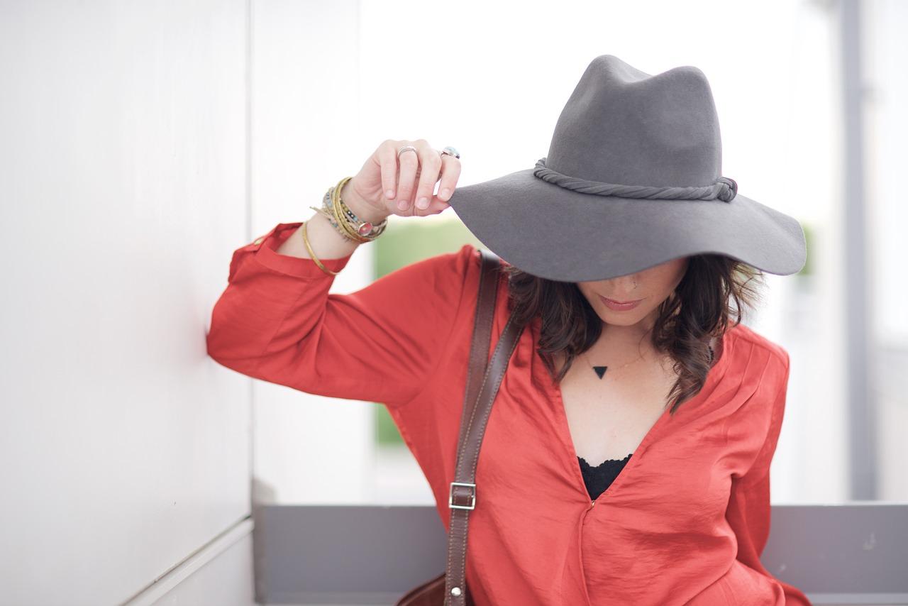 kayumi - 洋服で隠す?隠さない?アトピーの「首」のかゆみに効く対策
